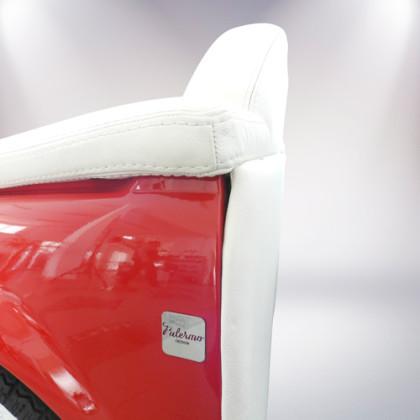 particolare divano fiat 500 vernice rossa un posto rivestimento pelle bianca palermo design arredo ufficio pisticci matera basilicata